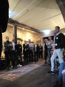 Kollegentreffrunde aus 40 Teilnehmern